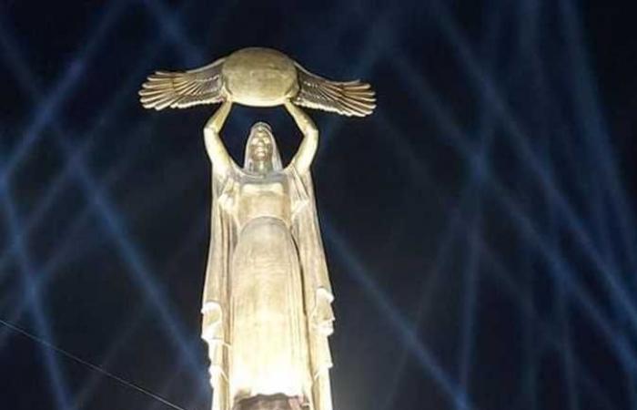 محافظ بورسعيد و «أبوالنجا» يفتتحان تمثال «مصر أم الدنيا» والواجهة المائية لمجرى قناة السويس (صور)