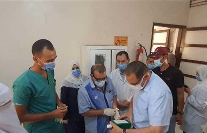 محافظ الشرقية يفاجئ العاملين بمستشفي الصوفية المركزي (صور)