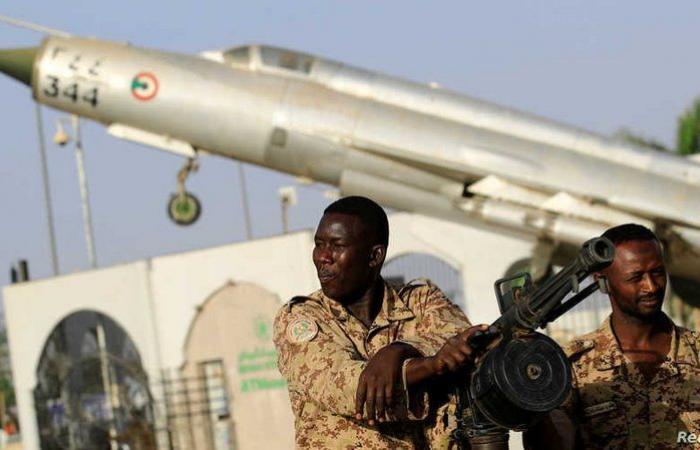 السودان.. حملة اعتقالات شملت قيادات عسكرية وضباطًا ومدنيين تورطوا في الانقلاب الفاشل