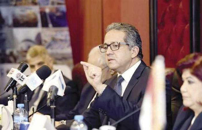 وزير السياحة والآثار يصدر قرارًا وزاريًا بشأن تنظيم عمل الرحلات الاختيارية للسائحين