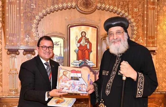البابا تواضروس يستقبل القنصل المصري بميلانو وسفير مصر بالدنمارك