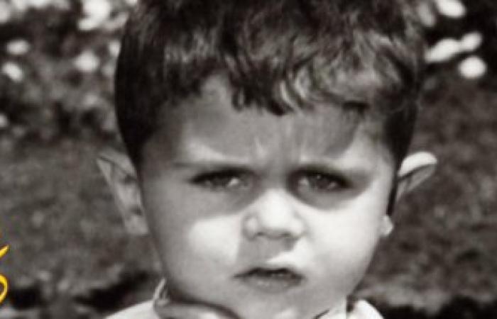 هل تتوقع أن هذا الطفل البرئ قتل الألاف من البشر..فمن يكون