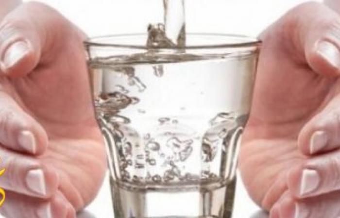 ماذا يفعل بك تناول كوب من الماء يوميا علي الريق