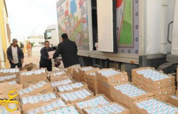 الجيش يرسل 5 حاويات مساعدات للمصريين العالقين على حدود ليبيا وتونس