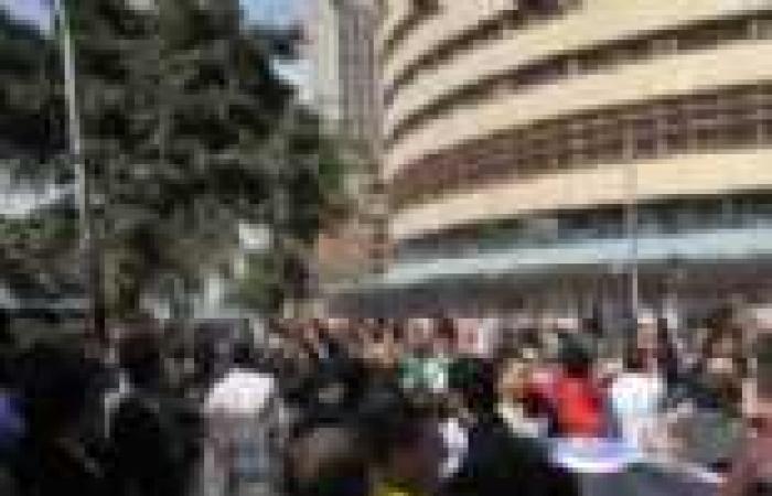 """في عيد الإعلاميين.. العاملون في """"ماسبيرو"""" يتجهون لمجلس الشورى"""