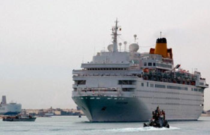 وقفة لشرطة أمن الموانئ بميناء سفاجا بعد التعدى على ضابط