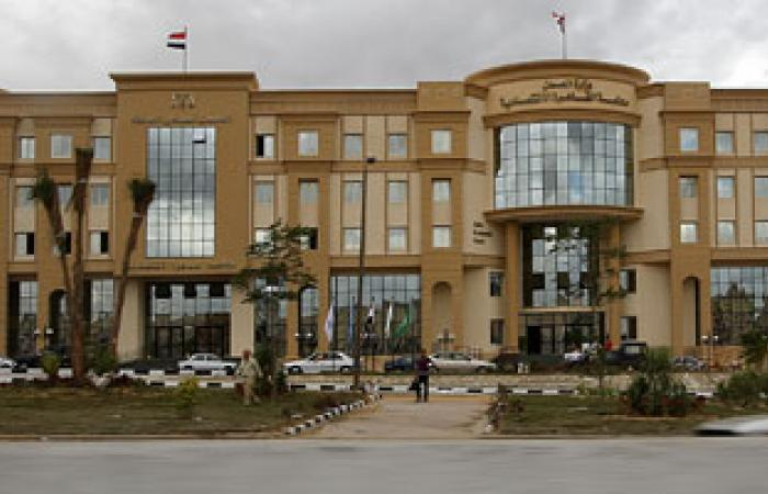 رئيس المحكمة الاقتصادية يكرم الموظفين المثاليين لعام 2012
