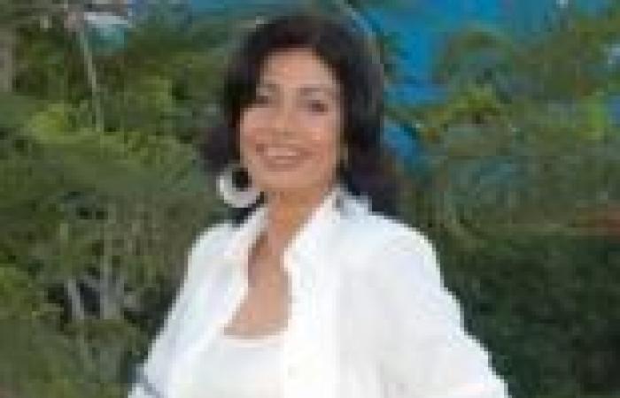 تكريم سوسن بدر فى مهرجان المسرح المحترف بالجزائر