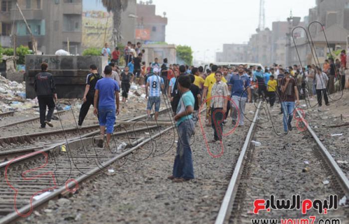 استمرار قطع السكة الحديد بالمحلة واشتباكات بين الركاب وعمال المحطة