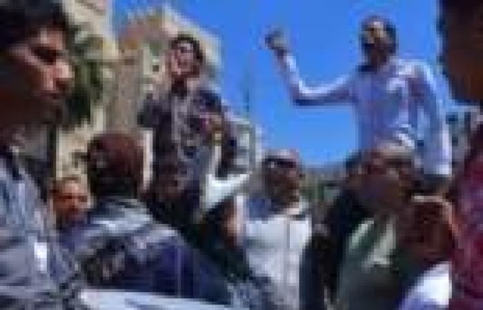 """مسيرة """"القائد إبراهيم"""" تتضامن مع اعتصام العسكريين المتقاعدين في الإسكندرية"""