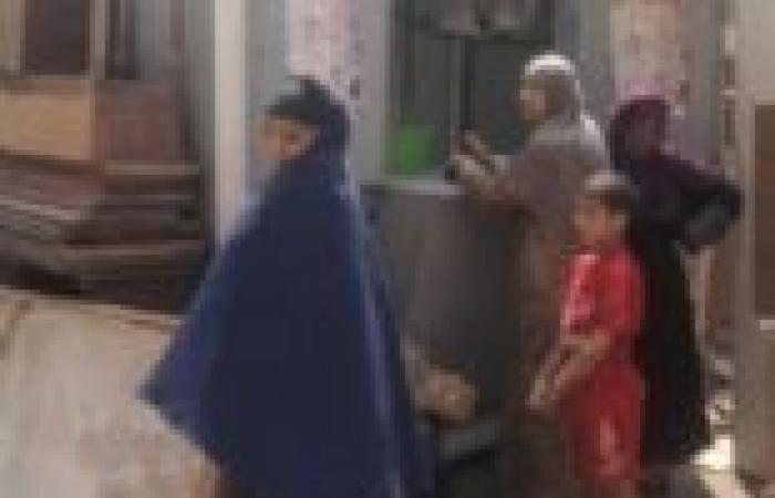 أرامل ومطلقات تعتصمن بوحدة محلية بالمنيا اعتراضا على قرعة مساكن الأولى بالرعاية