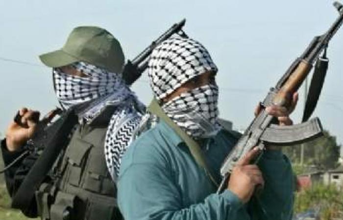 مسلحان يشتبه بانتمائهما إلى القاعدة يقتلان شخصين في اليمن