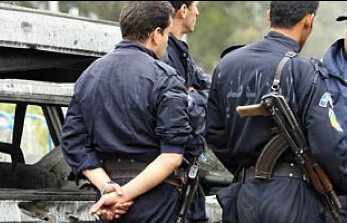توقيف 15 شخصا على الأقل خلال تظاهرة لطالبى العمل فى الجزائر