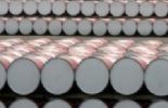 استئناف ضخ النفط في خط أنابيب رئيسي في اليمن بعد إصلاحه