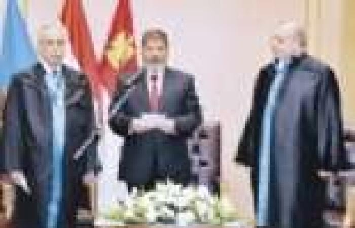 """مصادر: """"مرسي"""" يدرس إجراء استفتاء لتمرير قانونى """"الانتخابات والحقوق السياسية"""""""