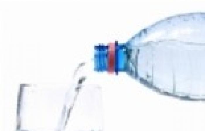 """""""حماية المستهلك"""" يحذر المواطنين من 7 أنواع مياه معبأة لخطورتها الصحية"""