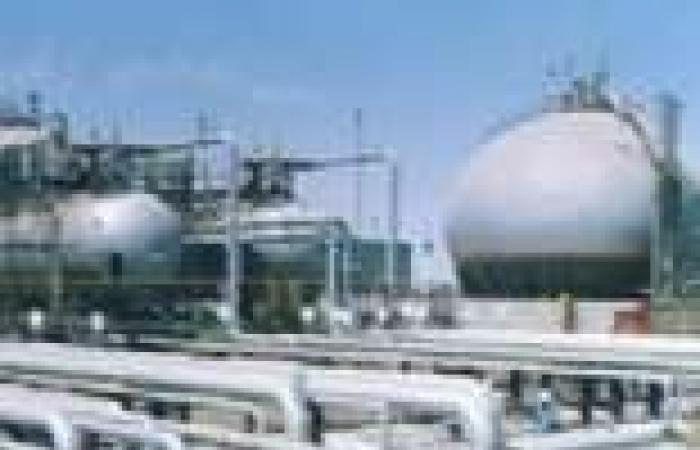 إعادة ضخ البترول بميناء سفاجا بعد إصلاح العطل