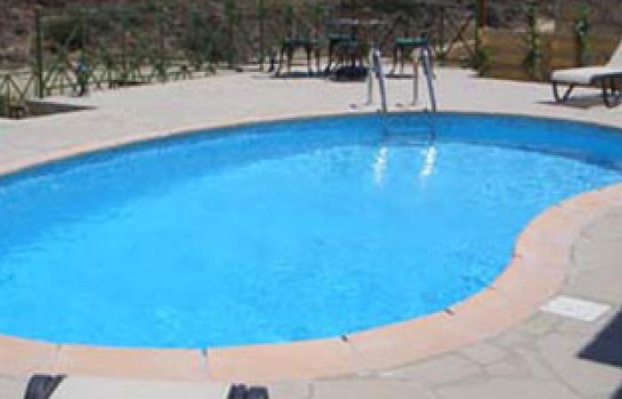 دراسة تحذر من ابتلاع الأطفال لمياه حمامات السباحة الملوثة بالجراثيم