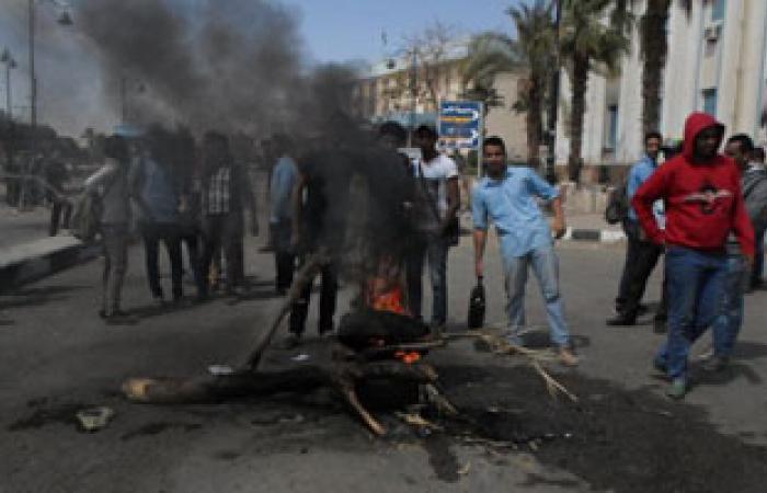 """الأهالى يقطعون طريق """"كفر الشيخ – سيد سالم"""" لنقص مياه الرى"""
