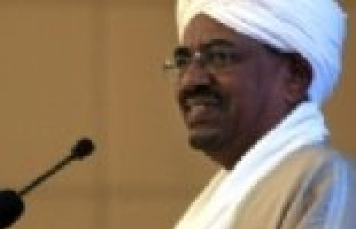 """الرئيس السوداني يحضر مباراة الأهلي والمريخ في تكريم """"الوالي"""""""