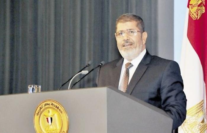 """""""مرسي"""" يصلي الجمعة في مسجد الفاروق بالتجمع الخامس"""