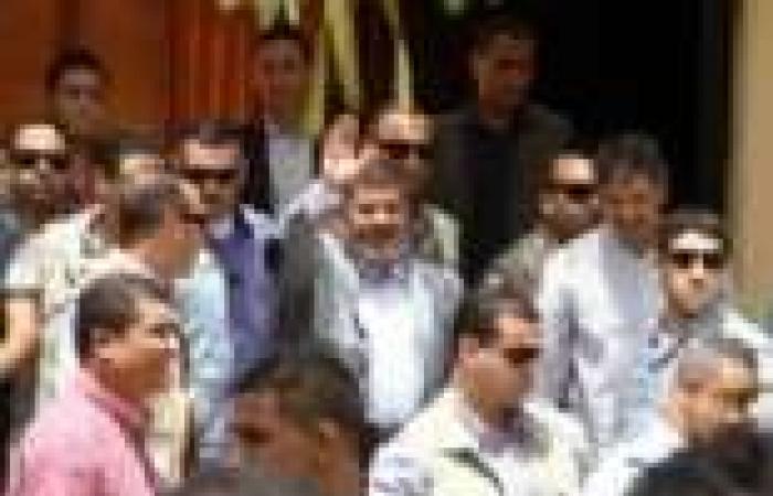 بالفيديو| سيدة تنتظر مرسي أمام المسجد لينقذ ابنتها المختطفة منذ 35 يوما