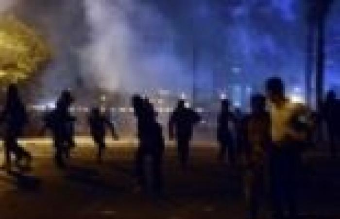 """تصاعد حدة الاشتباكات بين المتظاهرين والشرطة في كورنيش """"قصر النيل"""""""
