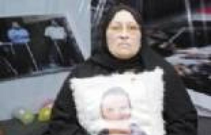 أهالي المتهمين يعتدون على أسرة خالد سعيد بالمطاوي والشوم.. ووالدته: فين الجيش؟