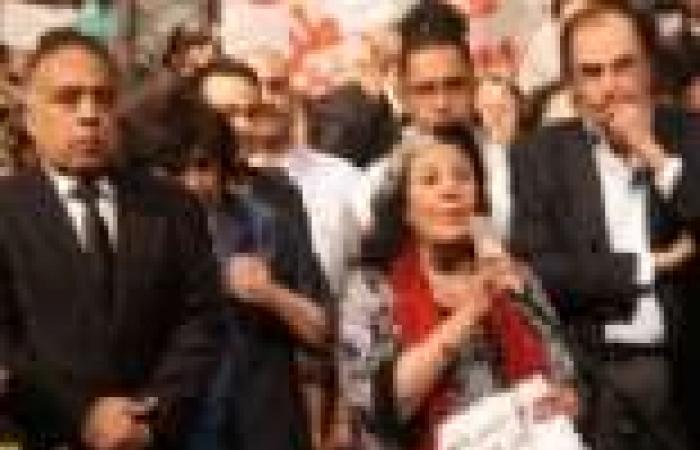 بالصور| العاملون بالأوبرا والمثقفون يتمسكون بإقالة وزير الثقافة