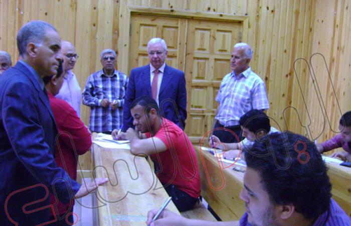 رئيس جامعة المنصورة يتفقد أعمال الامتحانات بمختلف الكليات