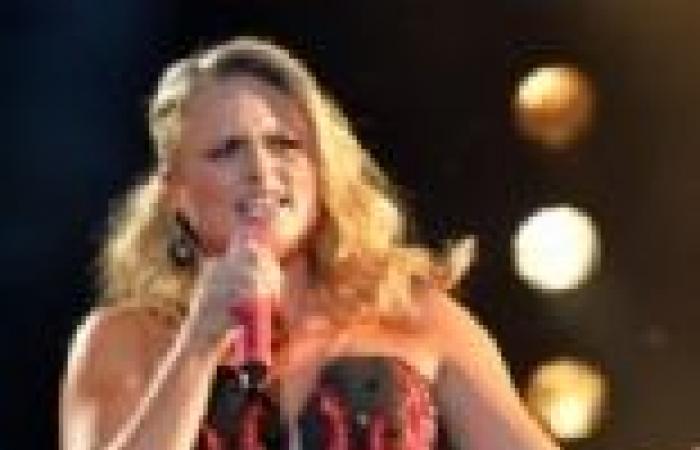 بالصور| ميراندا لامبرت تغني بحماس في مهرجان الموسيقى CMA 2013