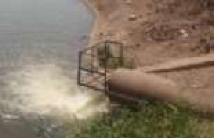 """""""معا ضد الفساد"""": شركات البترول تلقي مخلفات خطرة بالطريق العام وبشاطىء إدكو"""