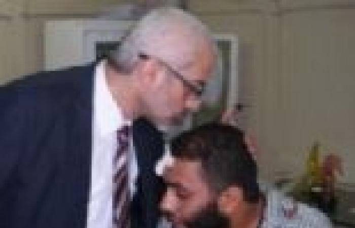 بالصور| وزير الثقافة يزور مؤيديه المصابين بمستشفى العجوزة