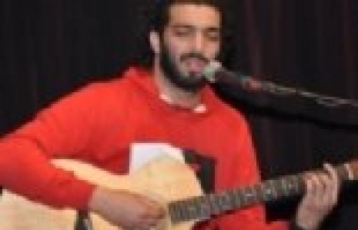"""رامي عصام يشعل حماس معتصمي """"الثقافة"""" بأغاني الثورة"""