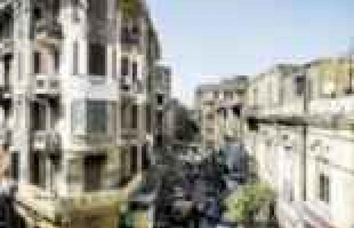 """أهالي بولاق الدكرور يقطعون طريق """"كوبري ثروت"""" بسبب طفح مياه الصرف"""