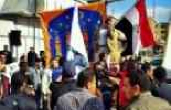 العشرات يتظاهرون في بنها للتضامن مع المثقفين ضد الوزير.. ويؤكدون: موعدنا 30 يونيو