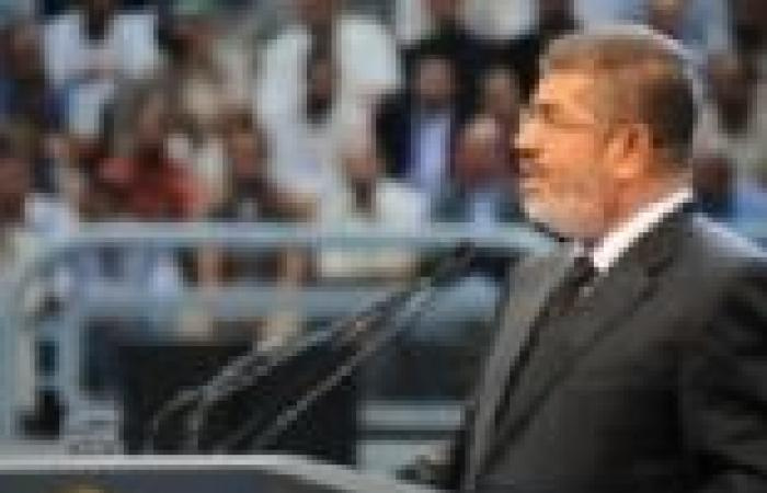 مرسي يجتمع بالمحافظين الجدد عقب أداء اليمين القانونية