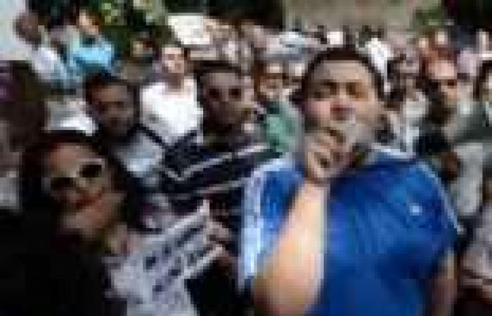 """المئات يتظاهرون أمام """"سيتي ستارز"""" للتنديد بزيارة وفد حماس للقاهرة"""