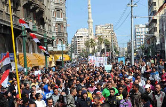 """انقسام متظاهرى القائد إبراهيم إلى مسيرتين لمسرح """"التونسى"""" و""""رأس التين"""""""