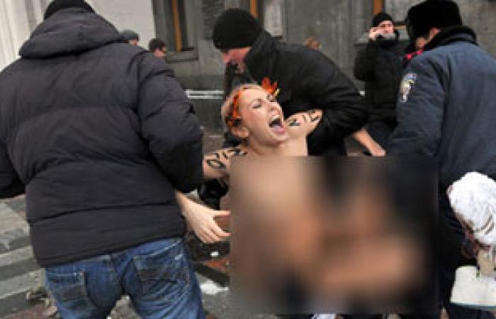 """""""ناشطات فيمن"""" الأوروبيات يعتذرن عن قيامهن بالتظاهر عاريات فى تونس"""