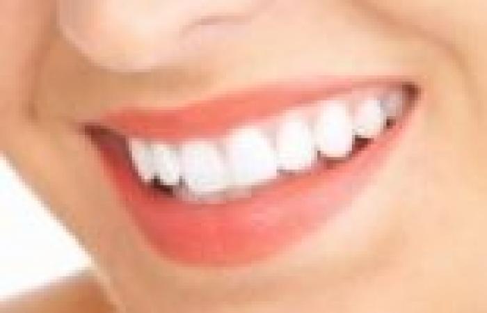 5 أشياء طبيعية من أجل أسنان ناصعة البياض