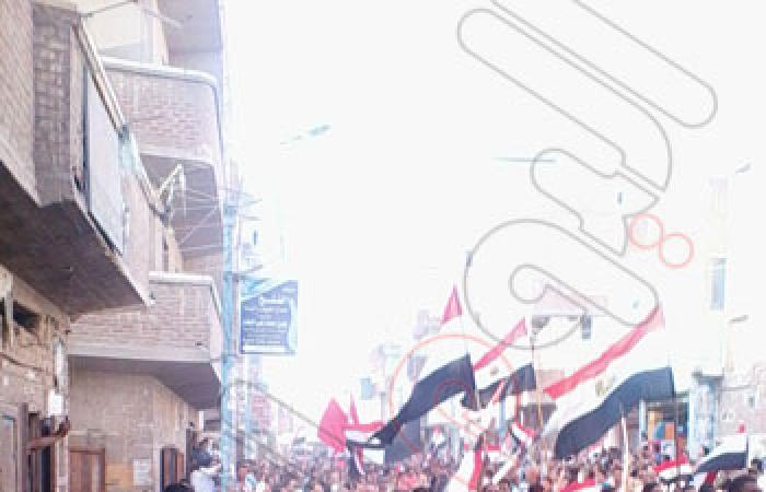 """بالصور.. الآلاف يجوبون شوارع """"قلين"""" للمطالبة برحيل النظام"""