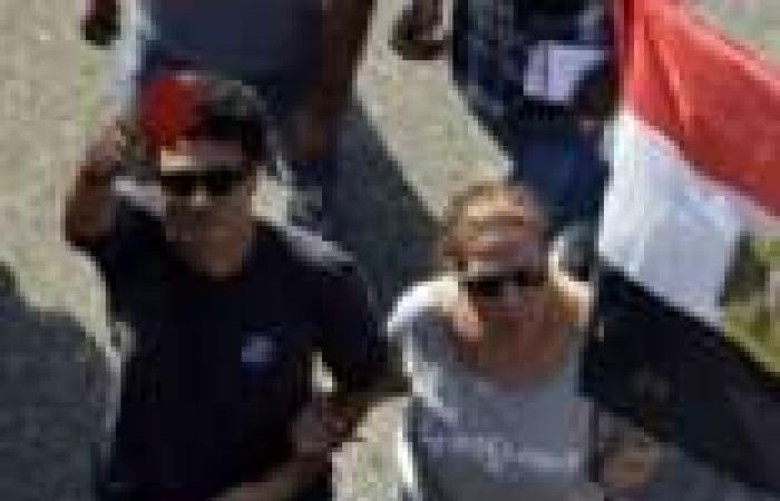 خالد النبوي يشارك المتظاهرين المطالبة برحيل مرسي بميدان التحرير