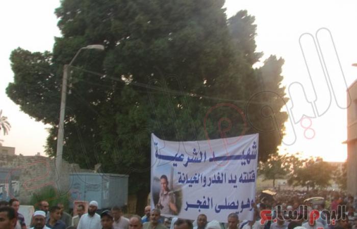 بالصور.. جنازة لأحد ضحايا أحداث الحرس الجمهورى ببنى سويف