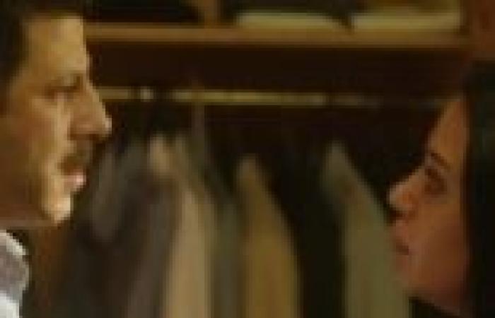 """الحلقة الخامسة من """"موجة حارة"""": نبيل يكشف حقيقة الشيخ سعد بأسئلة ساخنة في برنامج تلفزيوني"""