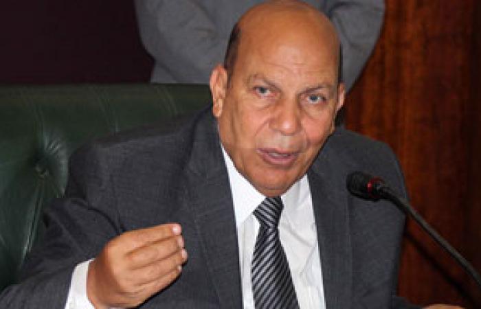 عبدالفتاح البدرى فى طريقه  لمقابلة لبيب كأحد المرشحين لتولى محافظة كفر الشيخ