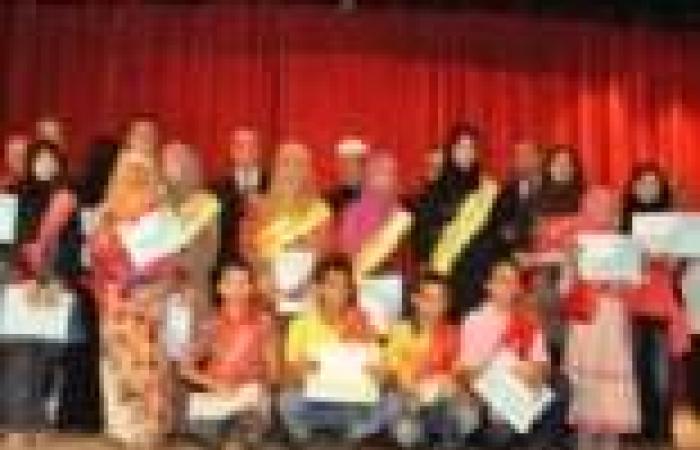 محافظ مطروح يكرم أوائل شهادات الثانوية العامة والأزهرية والإعدادية والابتدائية