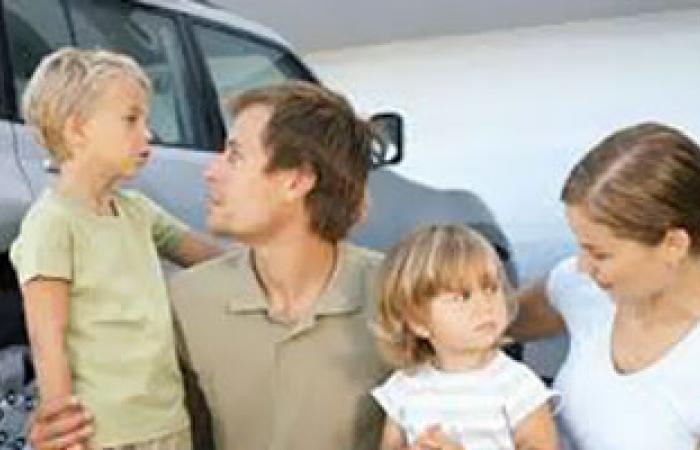 البخل العاطفى يدمر عقلية ونفسية الطفل ويصيبه باضطراب حركات الجسم