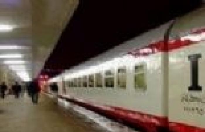 عودة حركة القطارات على خط المناشي بعد رفع آثار حادث اصطدام قطار بسيارة