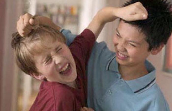 البحث عن الجديد.. والشعور بالاهتمام.. أسباب إدمان بعض الأطفال للشتائم